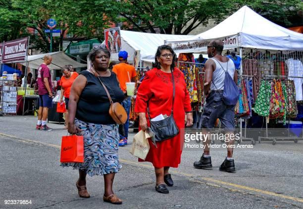 street market. harlem week festival. harlem culture, new york, usa - victor ovies fotografías e imágenes de stock