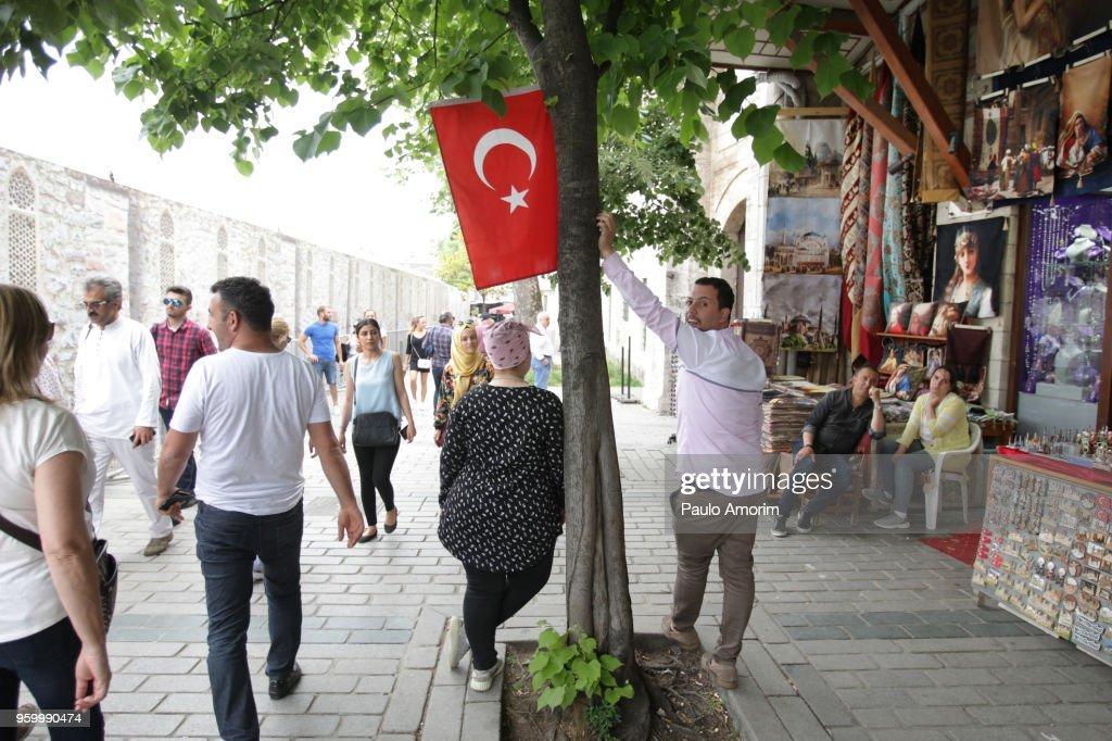 Street Market in historical neighborhood of Istabul : Stock-Foto