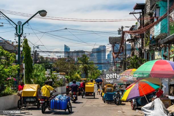 コーヴィッド危機のための検疫制限中のメトロマニラのストリートマーケット - マニラ ストックフォトと画像