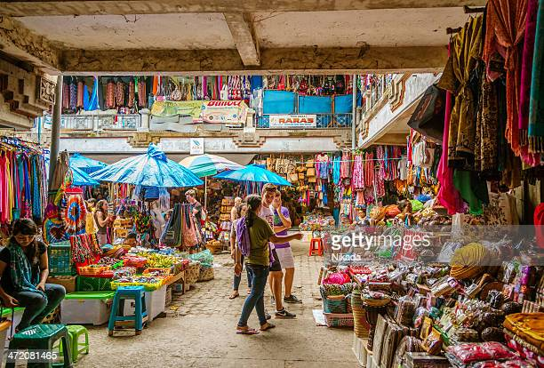 street market in ubud, bali - indonesia stock pictures, royalty-free photos & images