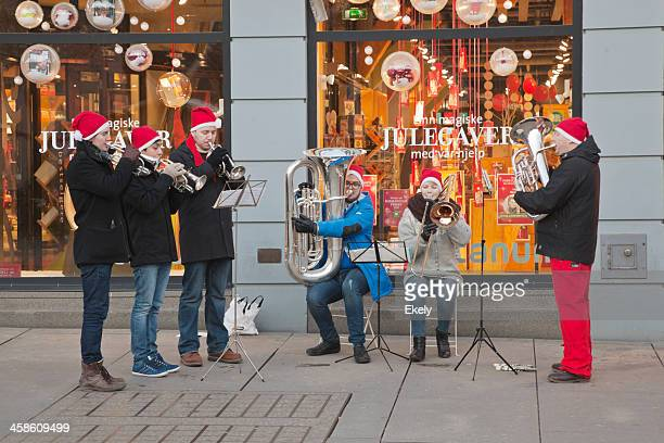street musician in december. - christmas music stock pictures, royalty-free photos & images