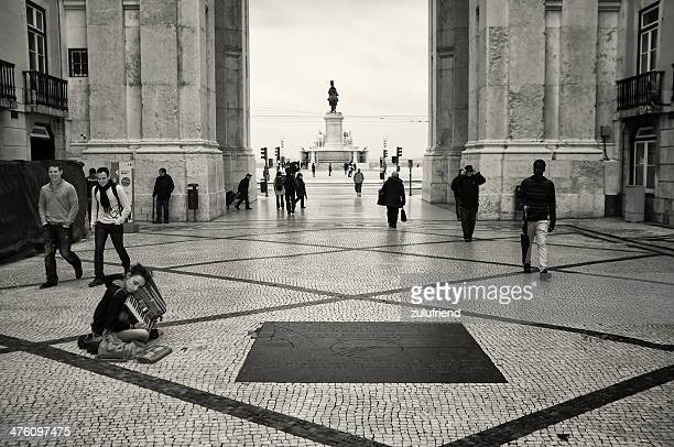 リスボンのストリートミュージシャン - バイシャ ストックフォトと画像