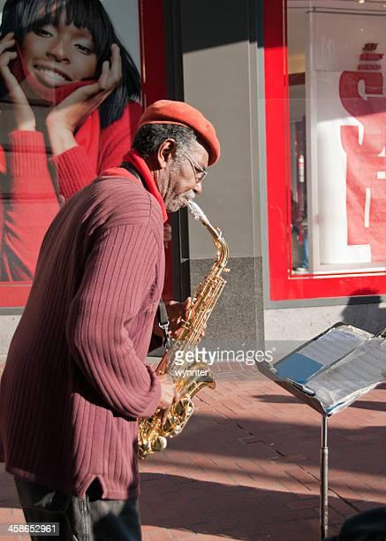 Musicista ambulante di San Francisco visto da Adoring Poster