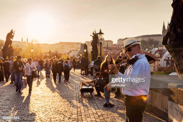 street musician playing violin on charles bridge in prague - prague stock pictures, royalty-free photos & images