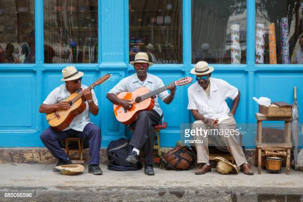 street musicians in havana - cuban culture stock pictures, royalty-free photos & images