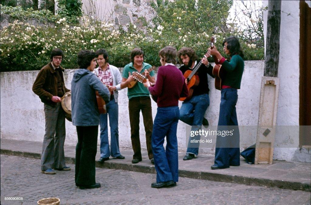 Street musicians in Valencia : Stock Photo