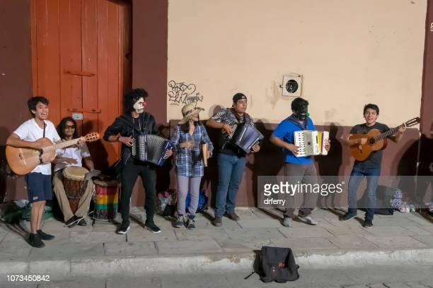 Musiciens de rue sur le Día de los Muertos, Oaxaca