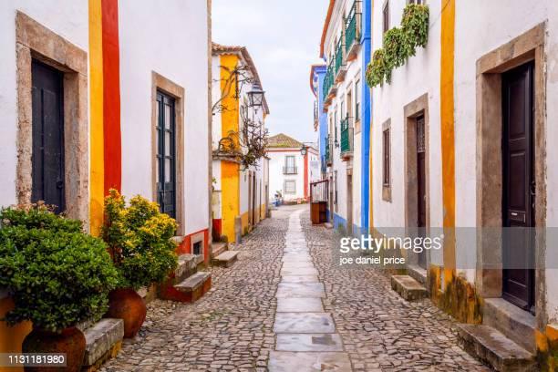 street, obidos, portugal - leiria photos et images de collection