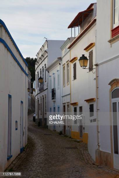 street of alte algarve portugal - tour structure bâtie stock pictures, royalty-free photos & images