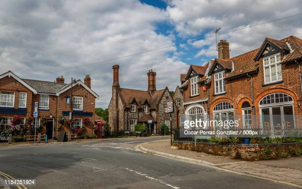 street of an english town with typical vintage houses on a sunny - norfolk east anglia foto e immagini stock