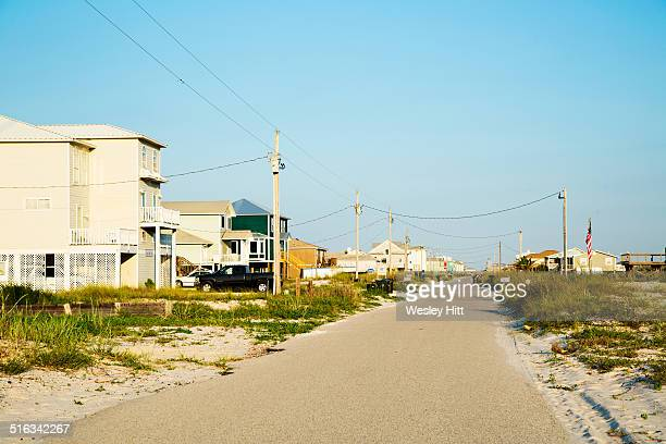 street of beach side homes on the gulf coast - gulf shores alabama stock pictures, royalty-free photos & images
