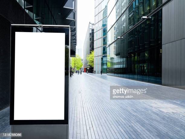 street of london with blank electronic billboard - the media stock pictures, royalty-free photos & images