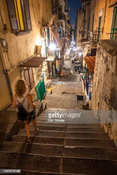 quartiere quartieri spagnoli di napoli - cultura spagnola foto e immagini stock