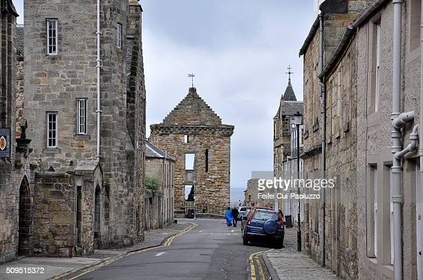 street of st andrews scotland - st. andrews scotland stock pictures, royalty-free photos & images