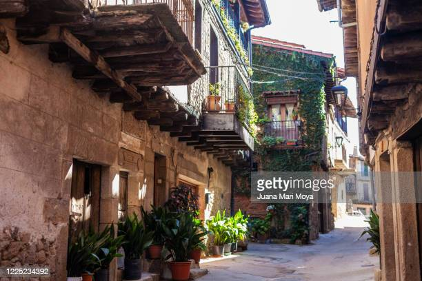 "street of the town called ""san martín del castañar"", in the province of salamanca.  place for those seeking peace, tranquility and days without haste.  castilla leon, spain - サラマンカ ストックフォトと画像"