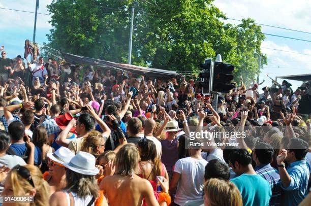 straßenparade zürich - paraden stock-fotos und bilder