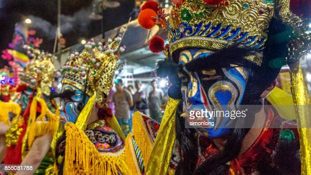 street performance for hungry ghost festival in penang, malaysia. - hungry ghost festivals in malaysia foto e immagini stock