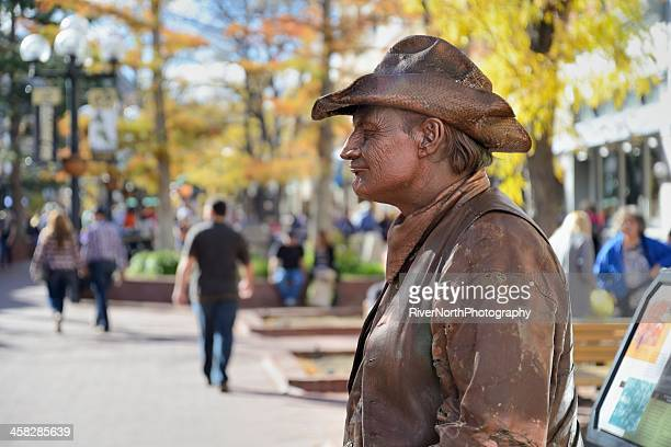 street performer at historic pearl street mall in boulder colorado - boulder county stock pictures, royalty-free photos & images