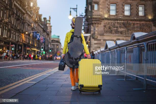 street performer leaving after performing - musician stock pictures, royalty-free photos & images