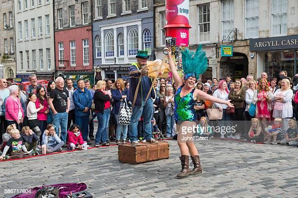 street performer on the royal mile in edinburgh - edinburgh fringe stock photos and pictures