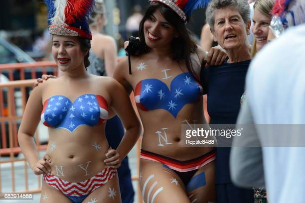 street performers - times square body paint stock pictures, royalty-free photos & images