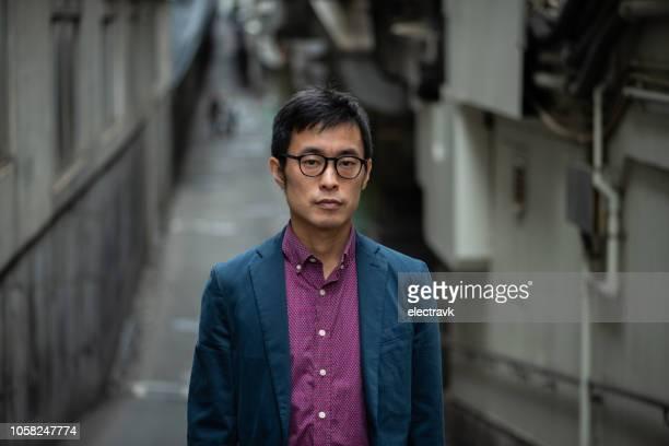 street portrait of mid adult man - カメラ目線 ストックフォトと画像