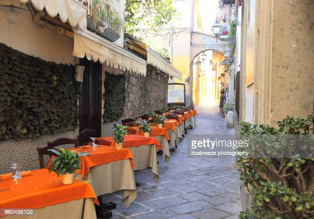 street restaurant - sorrento italy stock pictures, royalty-free photos & images