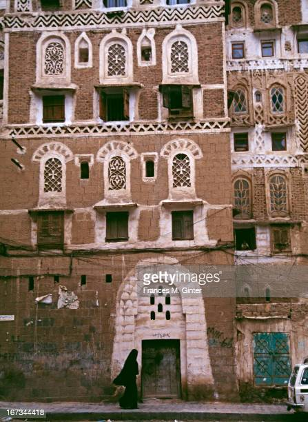 Street scene along route from the old city to Souk Al Milh in Sana'A. The capital of Yemen, April 1995