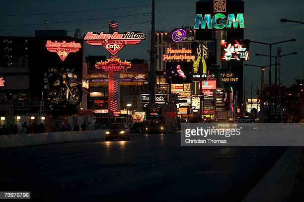 street scene at night, las vegas, nevada - nevada stock-fotos und bilder