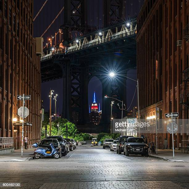 dumbo street scene - brooklyn, new york - dumbo imagens e fotografias de stock