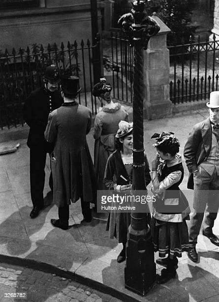 Street scene from the suspense thriller 'Gaslight' , directed by Thorold Dickinson for British National.