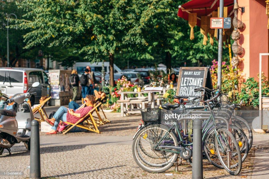 ベルリン、ドイツのストリート シーン : ストックフォト