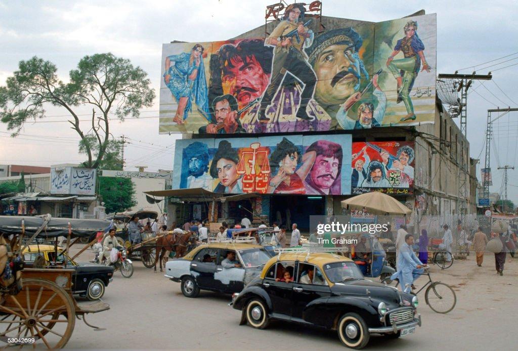 Bollywood Film Posters, Pakistan : ニュース写真