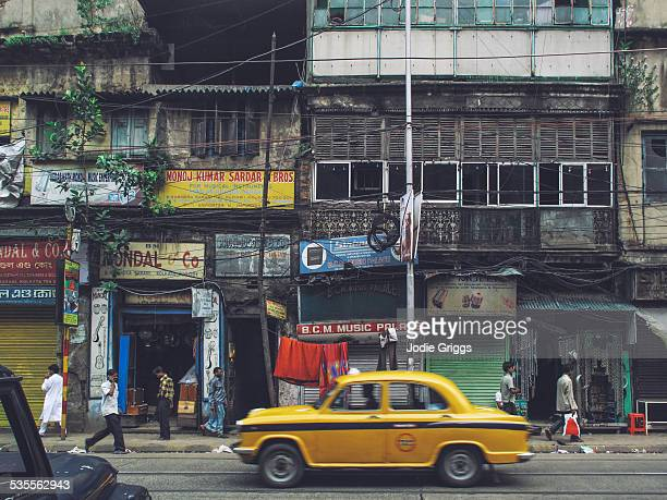 street scene in kolkata city, india - kolkata stock pictures, royalty-free photos & images