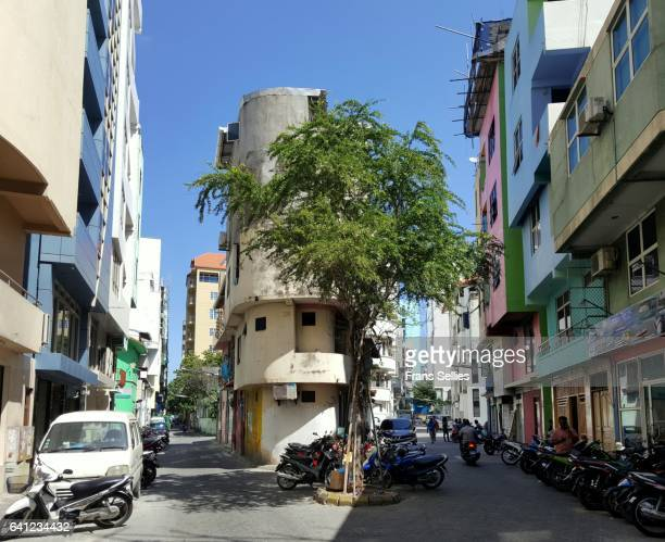street scene in malé, capital of the maldives - male maldives stock pictures, royalty-free photos & images