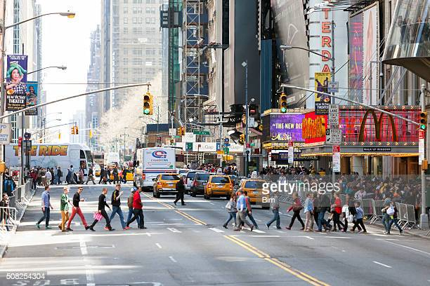 street scene in midtown manhattan, new york city - 7th avenue stock pictures, royalty-free photos & images
