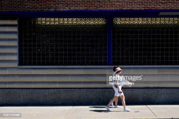 street scene in philadelphia, pennsyvlania - basslabbers, bastiaan slabbers stock pictures, royalty-free photos & images