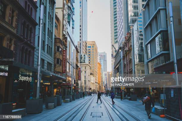 street scene in sydney city | new south wales | australia - stadtzentrum stock-fotos und bilder
