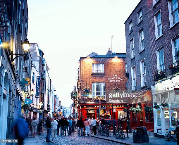 street scene in temple bar, dublin, ireland - dublin stock pictures, royalty-free photos & images