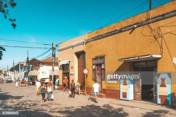 straatbeeld in trinidad, cuba - sancti spiritus provincie stockfoto's en -beelden