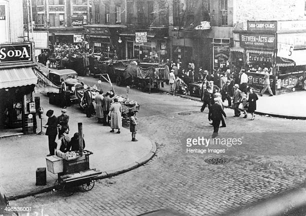 Street scene USA 1920s Between 1880 and 1924 thousands of Jews left Eastern Europe many settling in New York's Lower East Side
