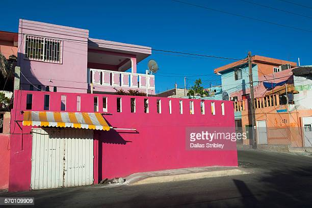 street scene with colourful homes on isla mujeres - isla mujeres stock pictures, royalty-free photos & images