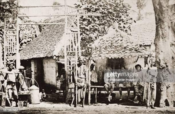 Street scenery on Java Indonesia Photograph About 1885 Straßenszene auf Java Indonesien Photographie Um 1885