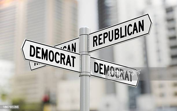street signs with republican and democrat options - parti politique photos et images de collection