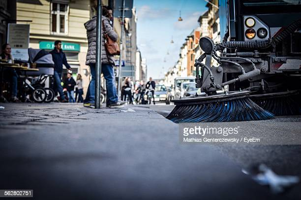 street sweeper in city - street sweeper stock pictures, royalty-free photos & images