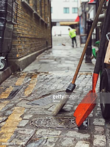 street sweeper in london on a rainy day - street sweeper stock pictures, royalty-free photos & images