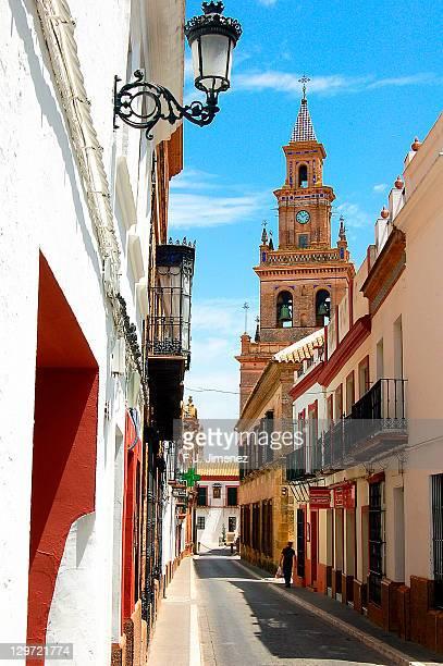street to santa maria,carmona. - carmona fotografías e imágenes de stock