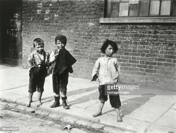 Street urchins in Lambeth London 19th century