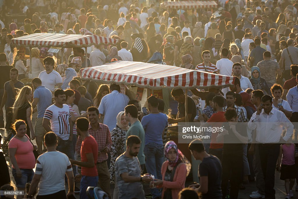 Top Turkey 2016 Eid Al-Fitr 2018 - street-vendors-are-seen-amongst-crowds-of-people-enjoying-the-during-picture-id545224216  Pictures_307226 .com/photos/street-vendors-are-seen-amongst-crowds-of-people-enjoying-the-during-picture-id545224216