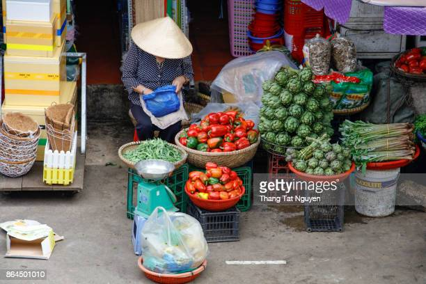 street vendors selling their goods - poor service delivery stock pictures, royalty-free photos & images